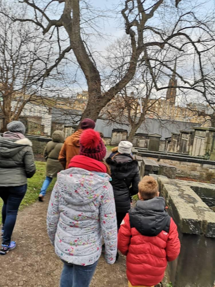 cementerio - greytriars - arboles - lápidas
