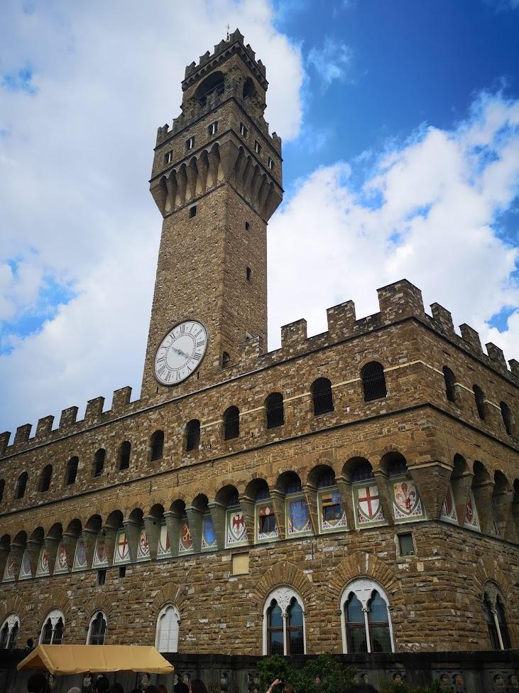 Florencia - palacio - reloj - escudos