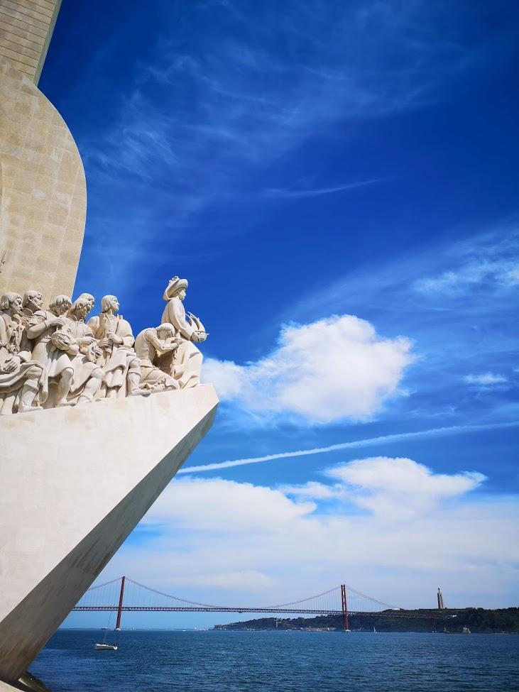 monumento - cielo - esculturas