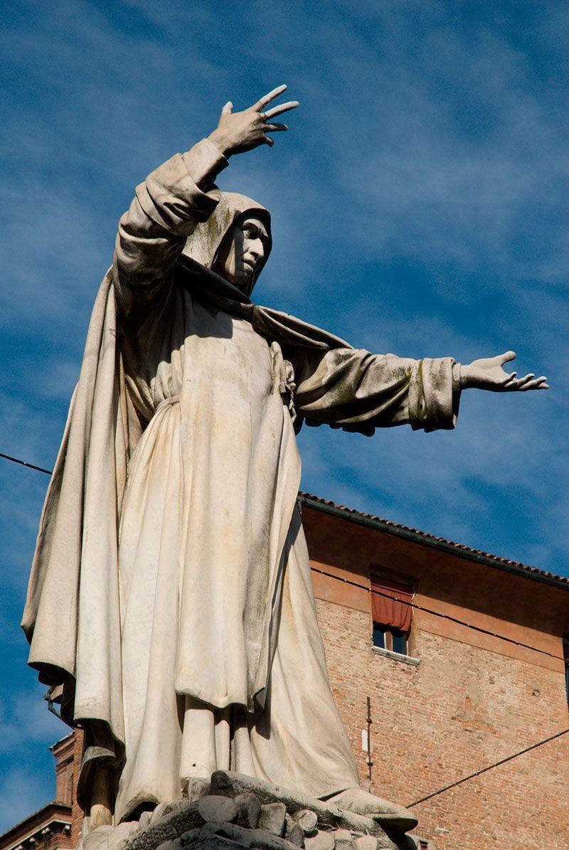 savonarola -  ferrara - estatua