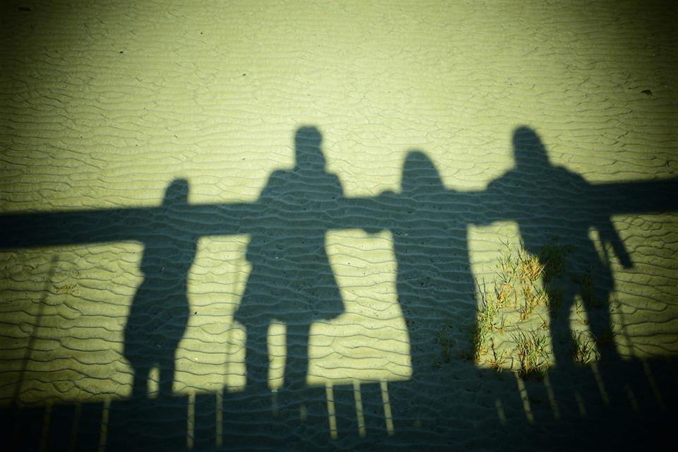 sombras - arena - playa