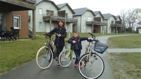 casas - niños- bicicletas