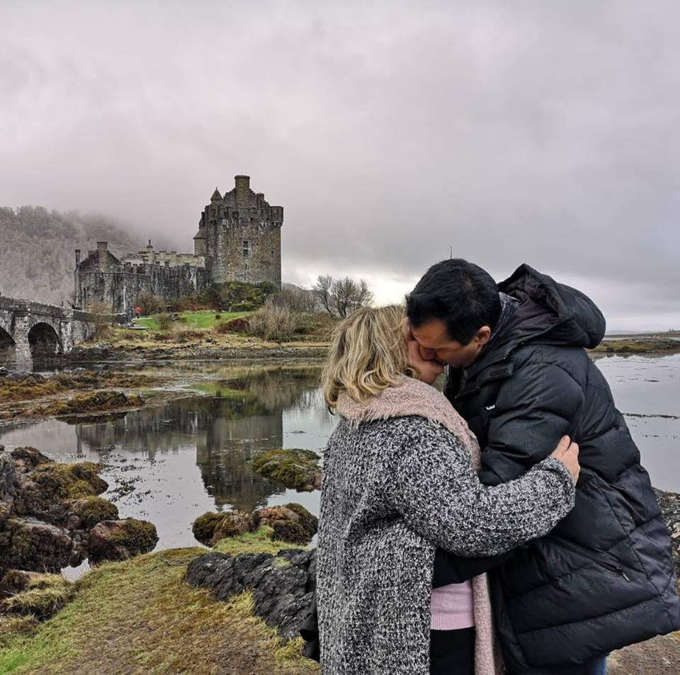 eilean donnan - escocia - beso - pareja - castillo