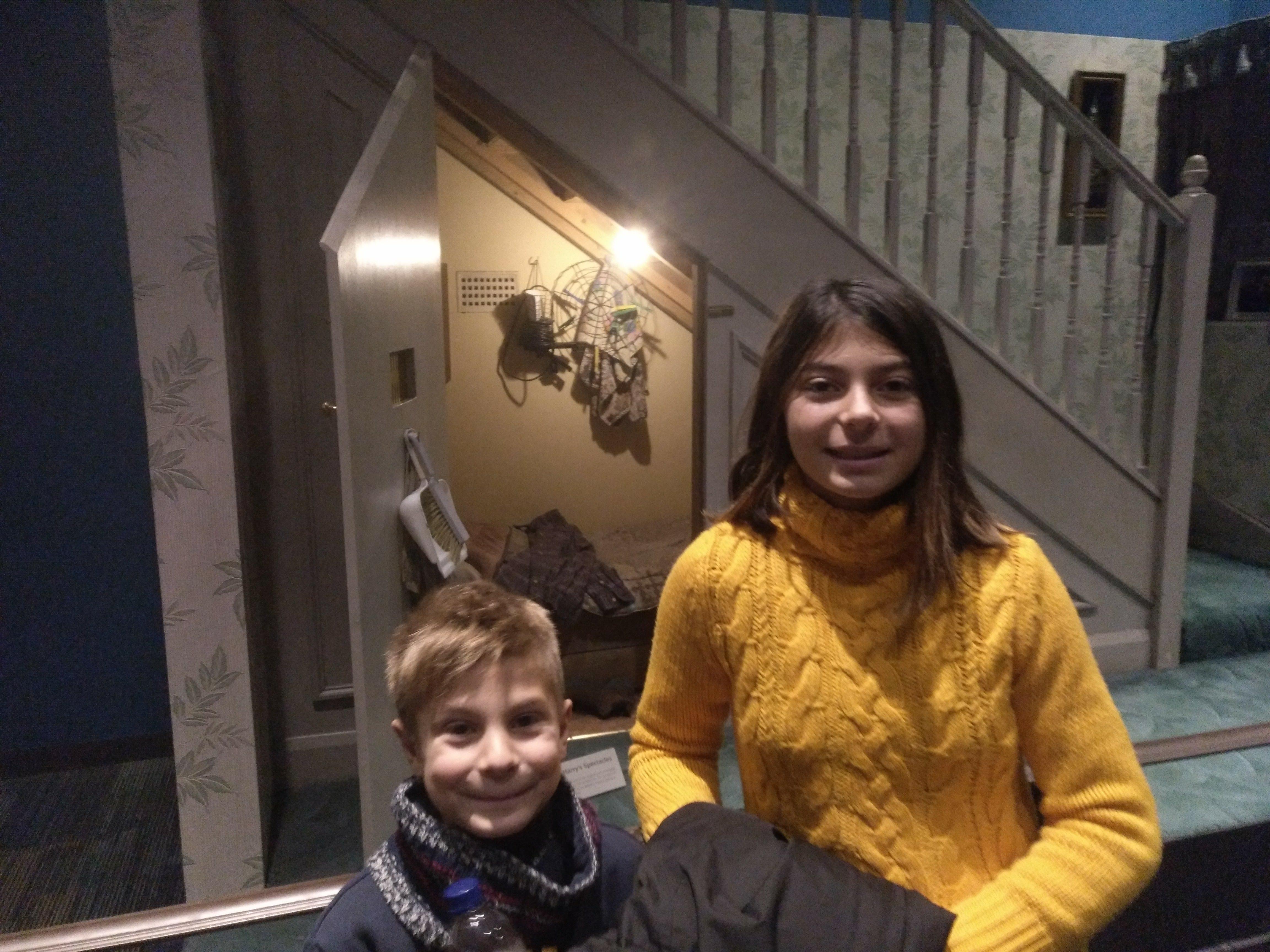 harry potter studios - escalera - niños - buhardilla