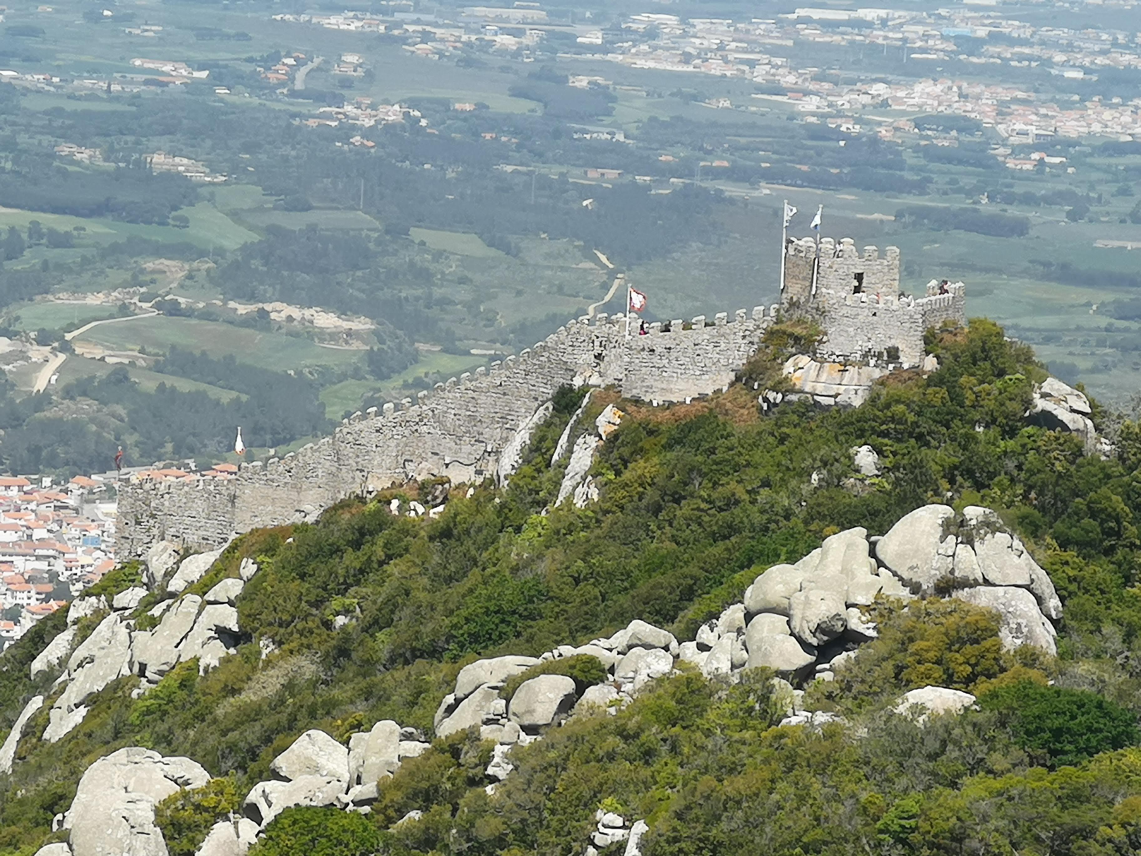 castillo - roca - muralla - paisaje