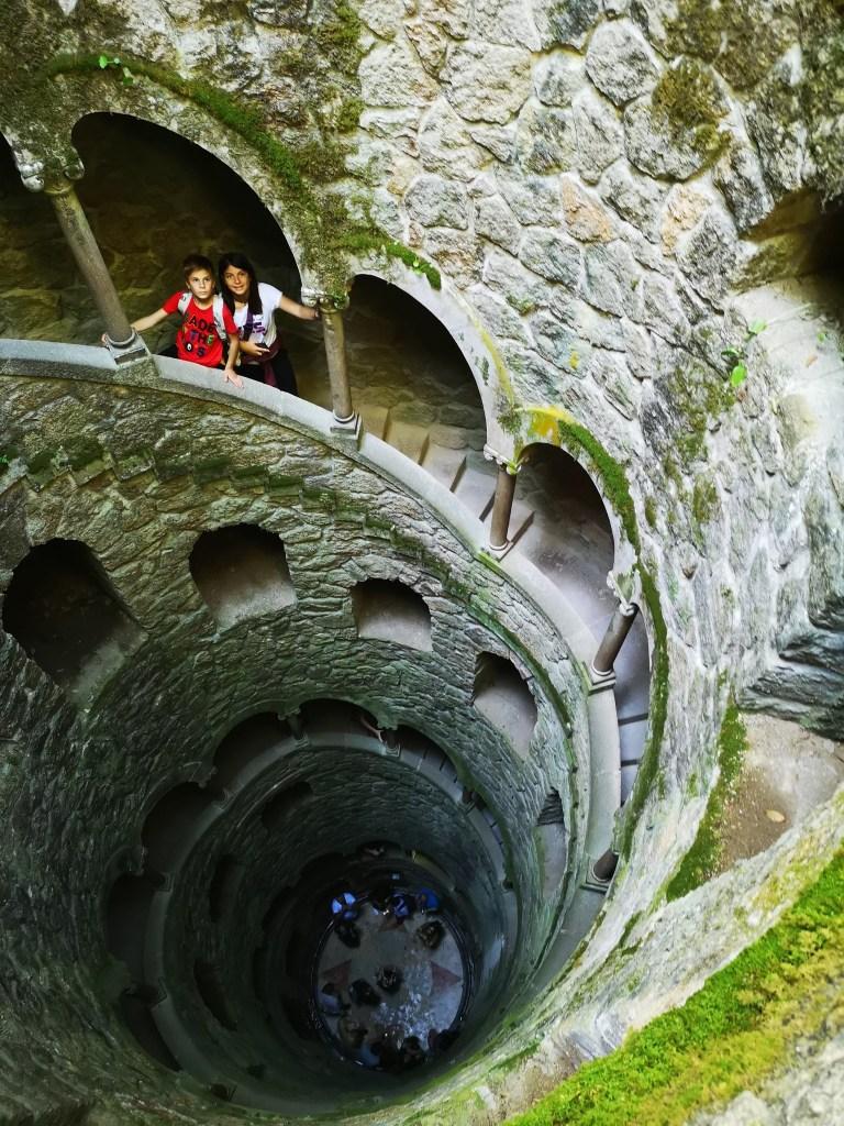 torre invertida - escaleras de caracol - niños