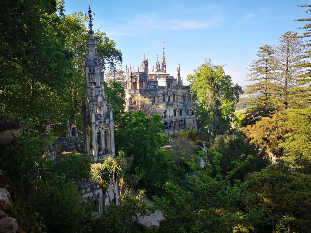 arboles -bosque - palacio - castillo - Qunita da regaleira