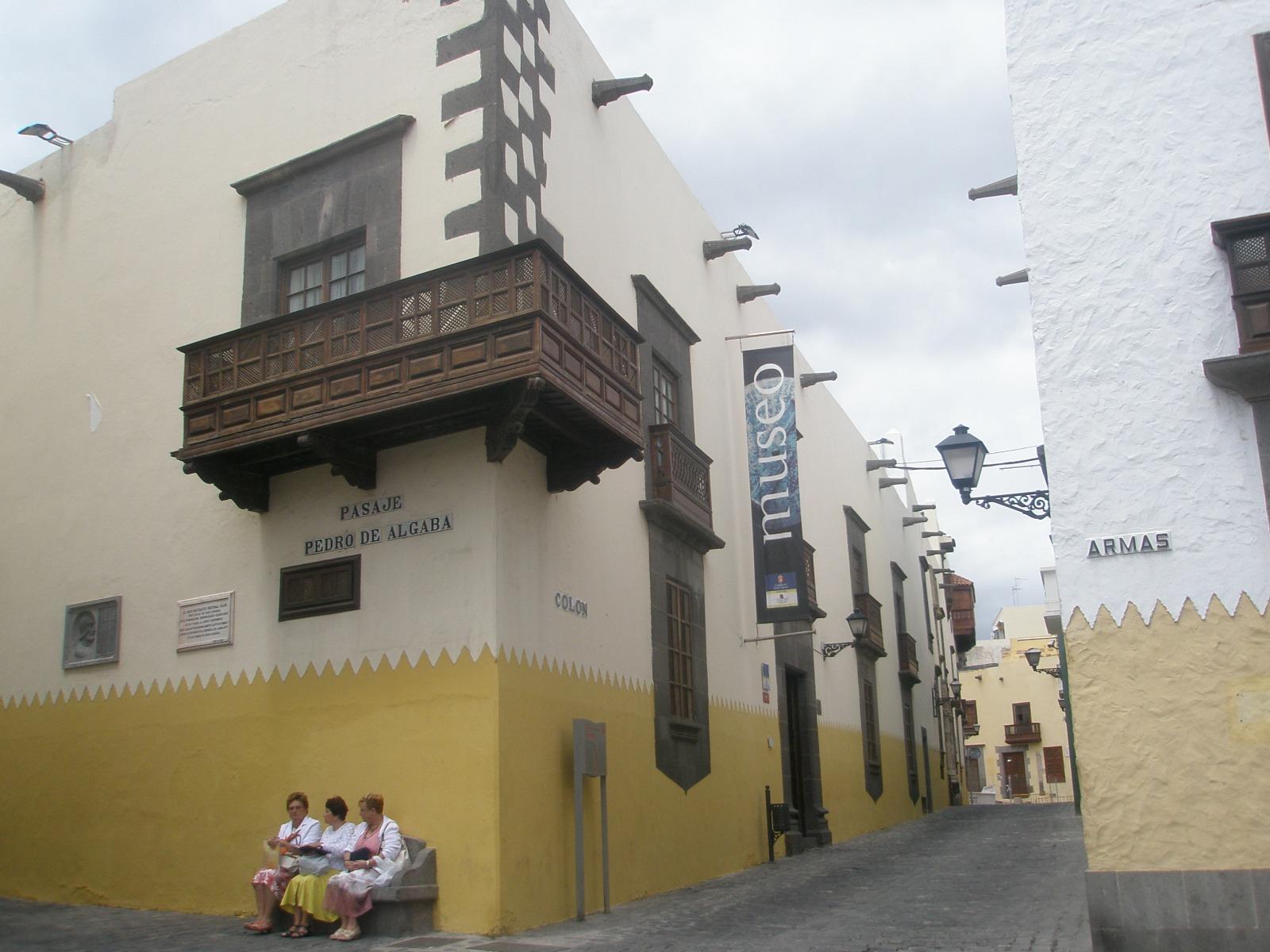 casa - esquina - balcón- calle