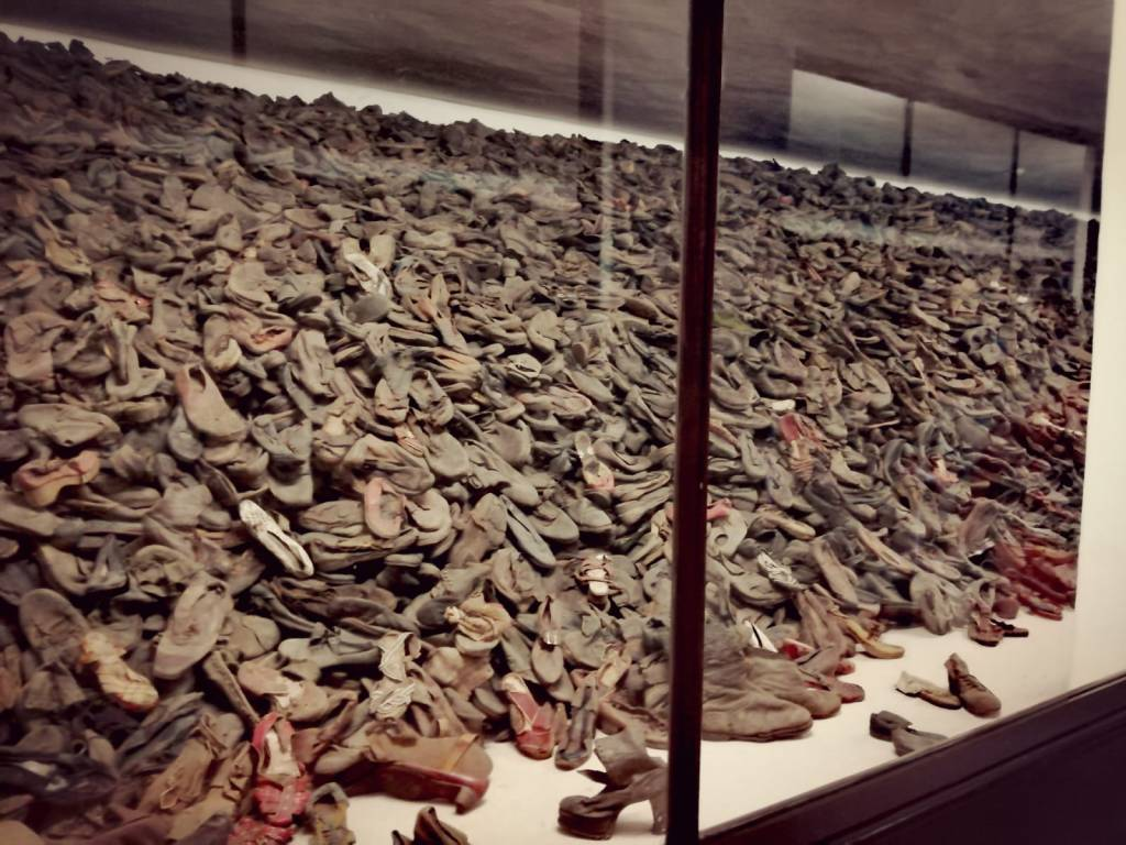 escaparate - exposición - zapatos prisioneros