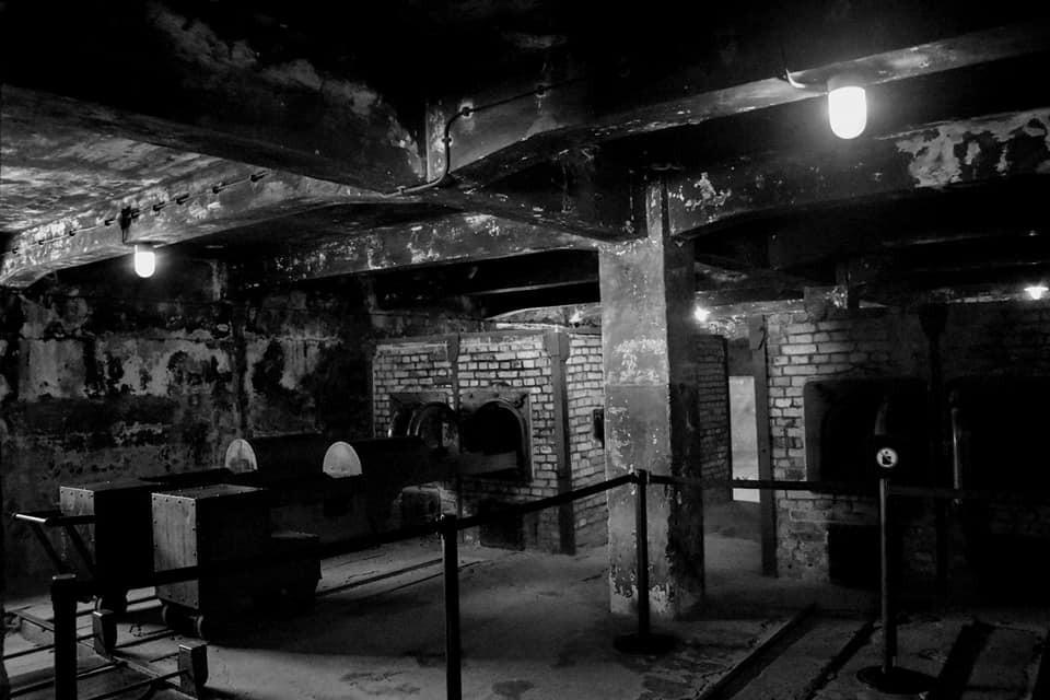 cámara de gas - hierro - muros - pilares - crematorio