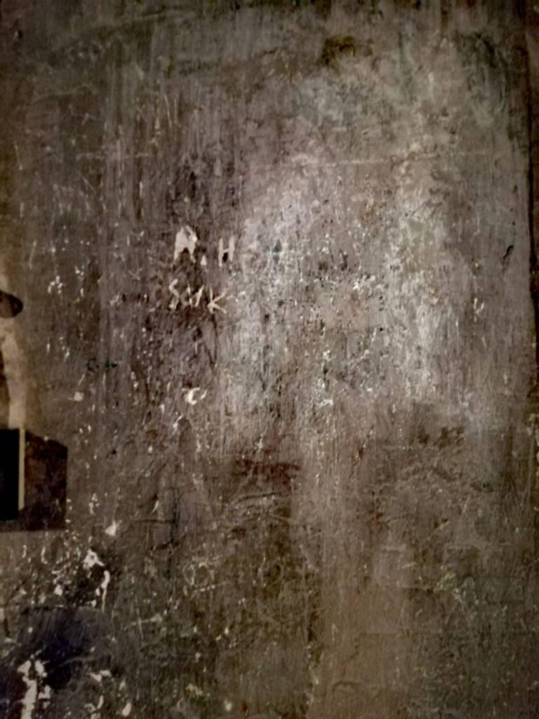 pared - arañazos - muro -