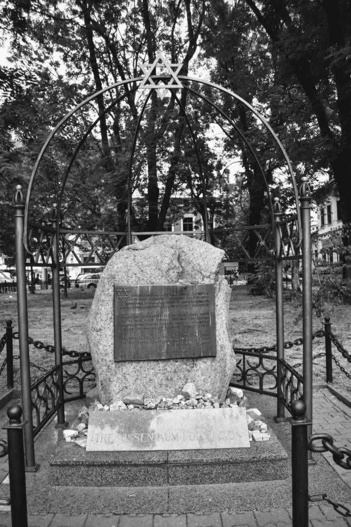 monumento . monolito - piedra - cracovia