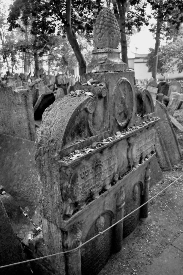 tumba - lápida - cementerio judío - Praga