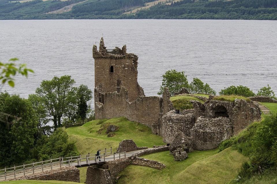 urquhart-castle-loch-ness